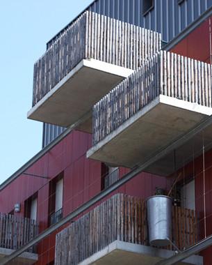 Il était une fois 2 cubes rouge à Vigny-Musset, la ZAC la plus romantique de Grenoble...